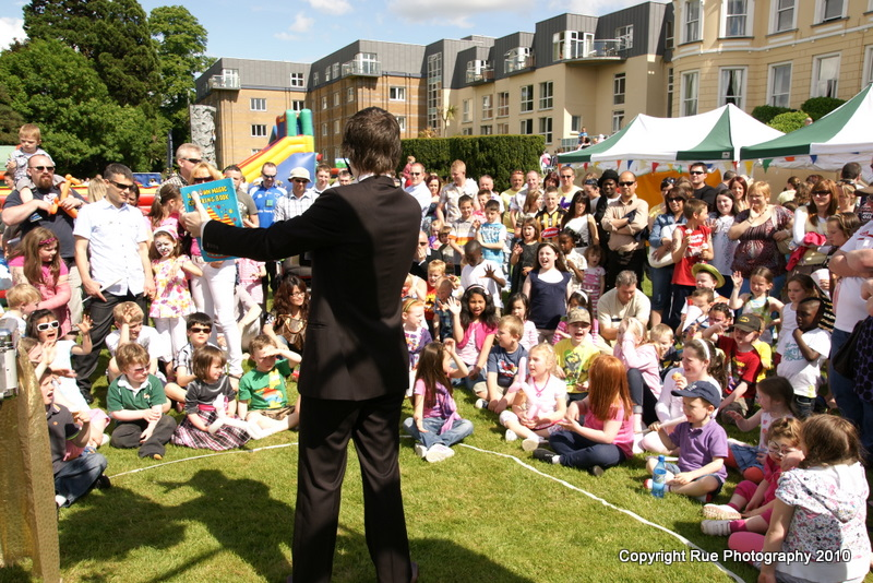 childrens birthday party entertainer magician
